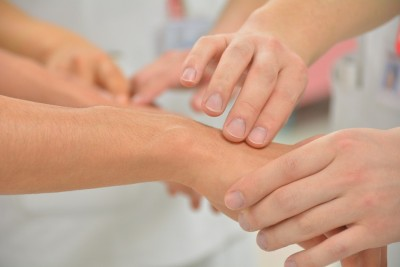 handgelenkschmerzen-untersuchung
